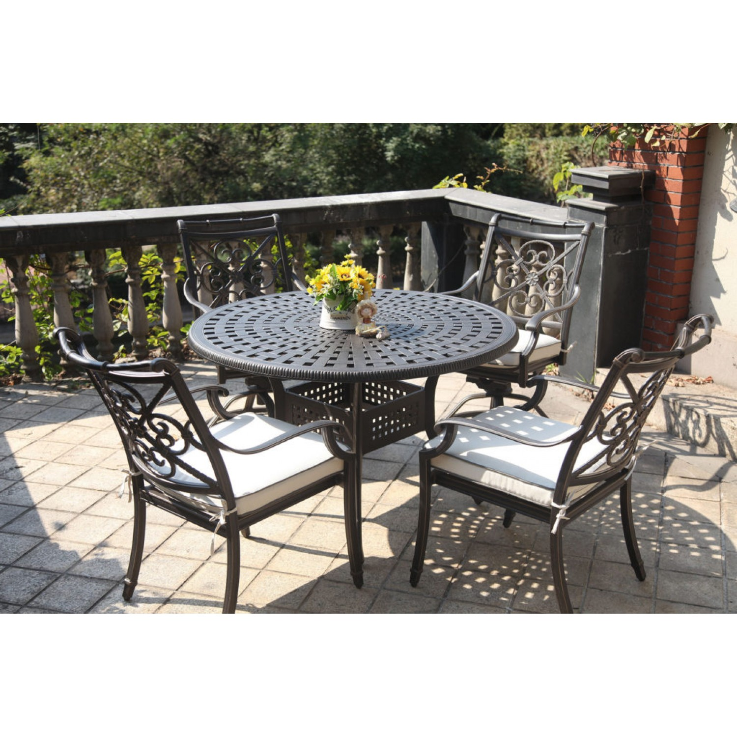 Maxwell Outdoor Round Dining Set